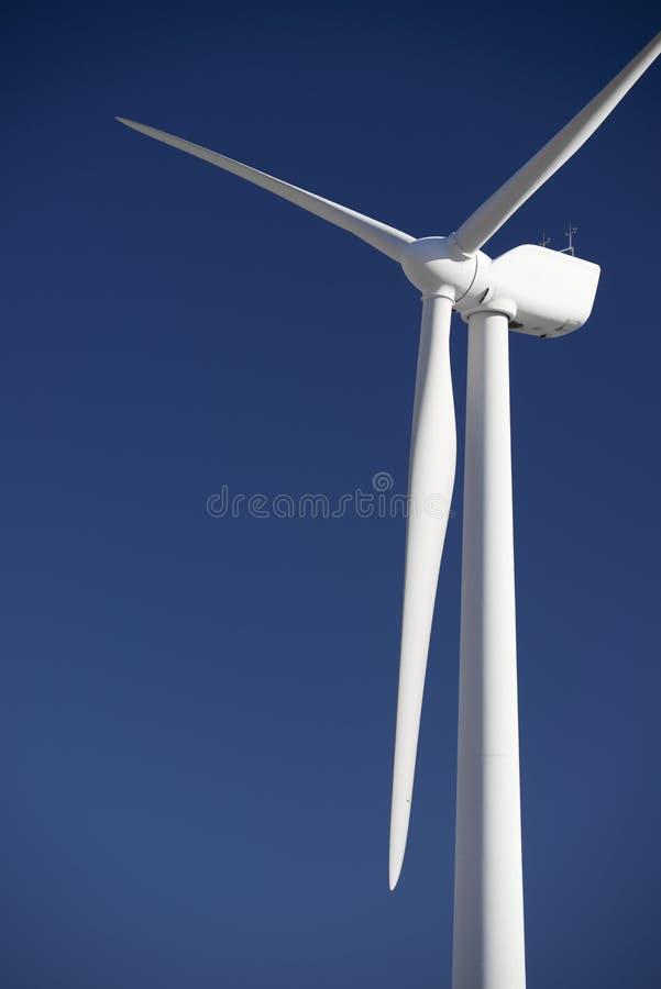 Download Энергия ветра стоковое изображение. изображение насчитывающей завод - 37929169