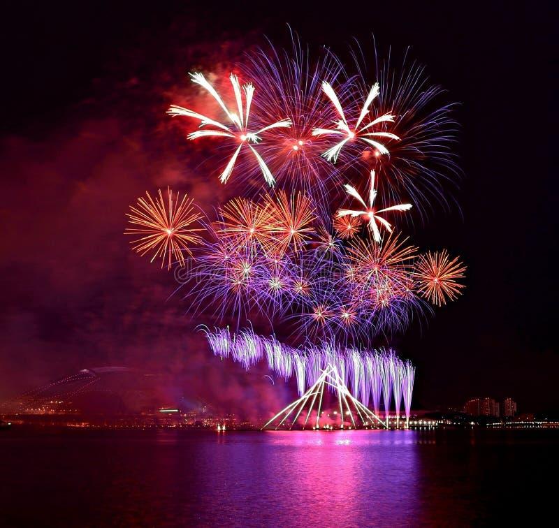 Эпицентр деятельности спорт Сингапура фейерверков стоковые изображения rf