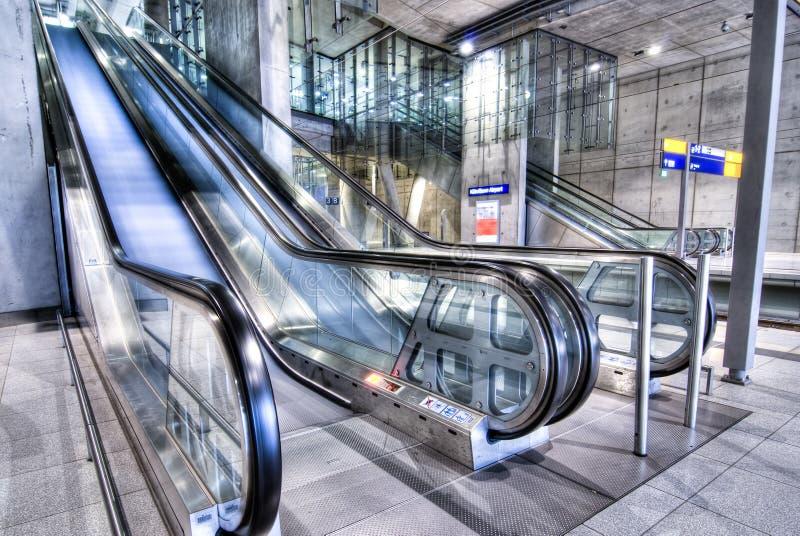 Download эскалаторы стоковое фото. изображение насчитывающей урбанско - 6856366