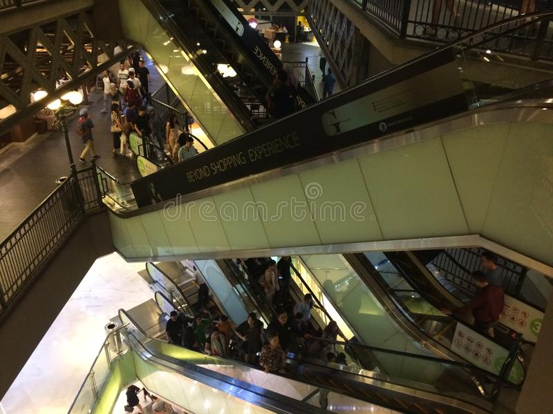 Эскалатор торгового центра стоковое изображение rf