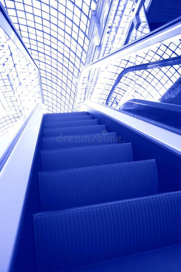 эскалатор футуристический стоковая фотография