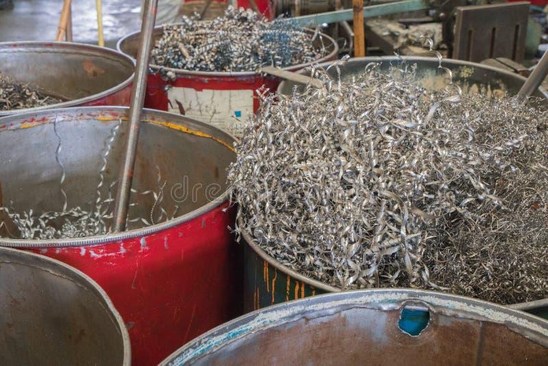 Эскарп переплетенный крупным планом спиральный стальной, рециркулирует металл стоковое фото rf