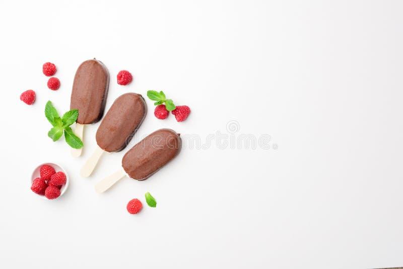 Эскимос или popsicle мороженого шоколада стоковые фото