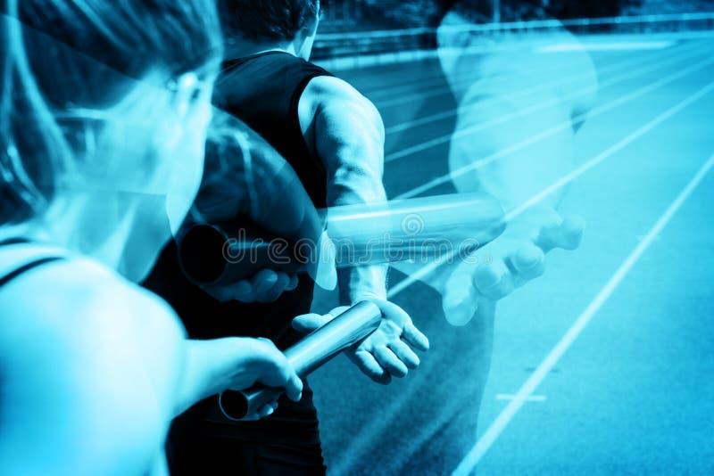 Эстафетный бег вручая над ghosting стоковое фото