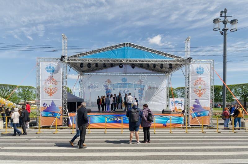 Этап представления шарика национальностей в Санкт-Петербурге стоковое фото
