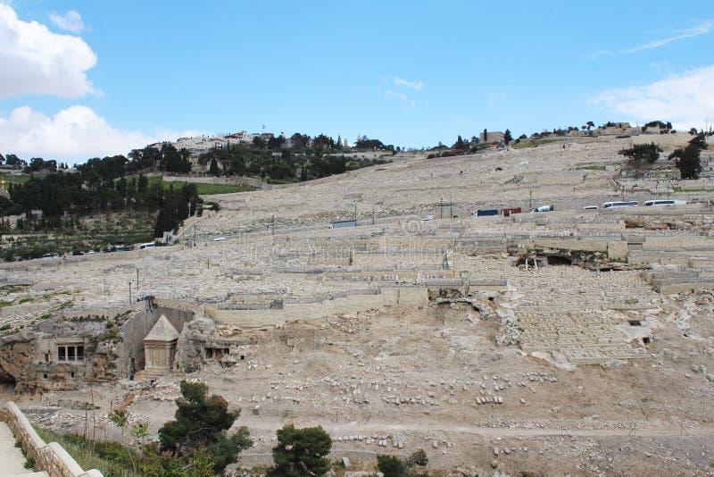 Эта богато украшенная усыпальница в кладбище принадлежит Zachariah ben Jehoiada, отцу Иоанна Крестителя, Mount of Olives, Иерусал стоковые изображения rf