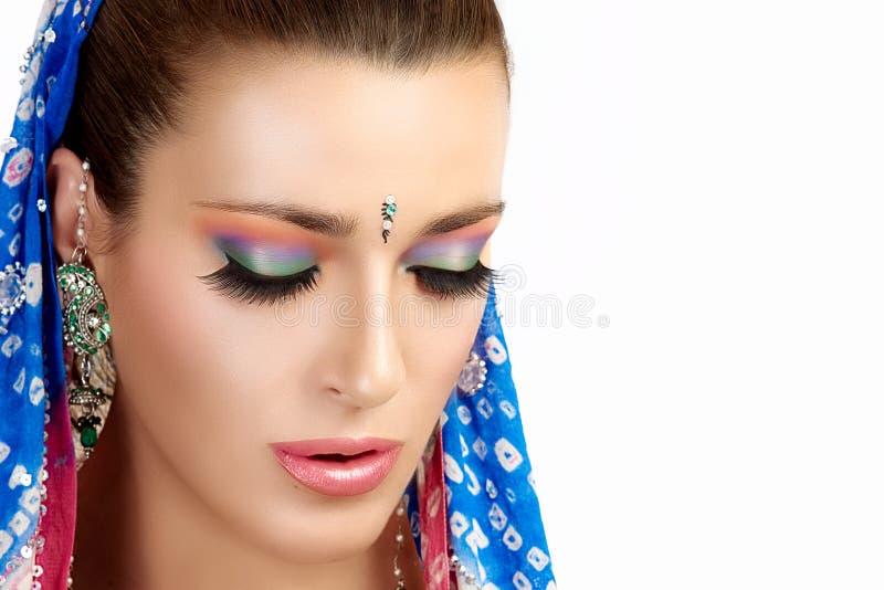Этническая мода красоты Индусская женщина цветастый состав стоковые фотографии rf