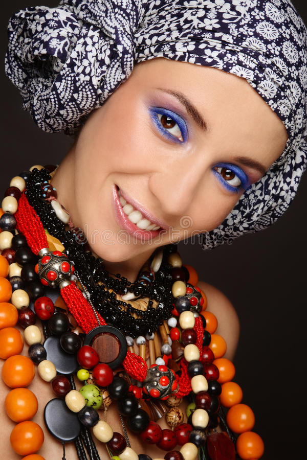 этнические ожерелья девушки стоковая фотография