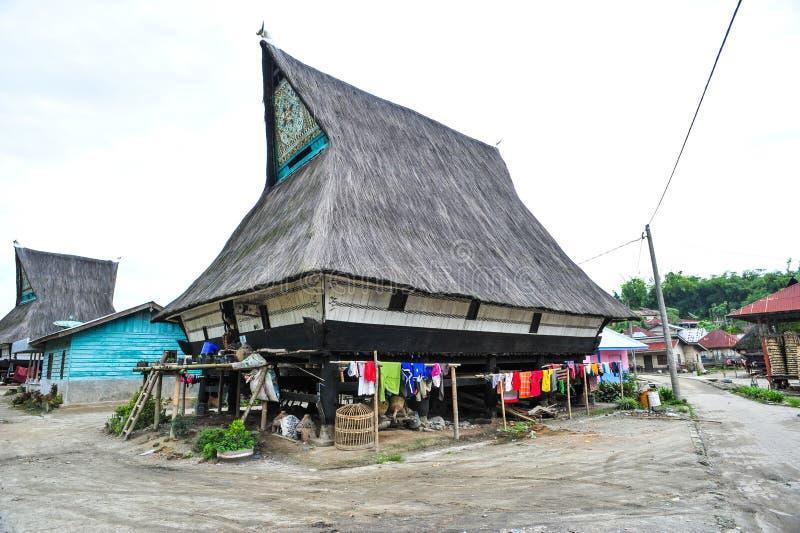 Этнический дом в деревне Batak в северной Суматре стоковые фото
