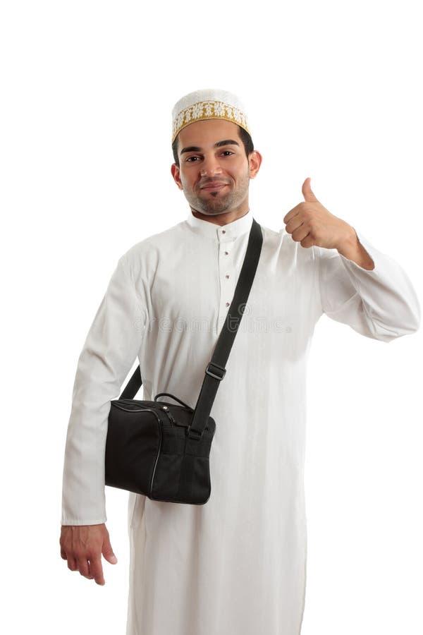 Этнический человек thumbs вверх по утверждению стоковая фотография rf