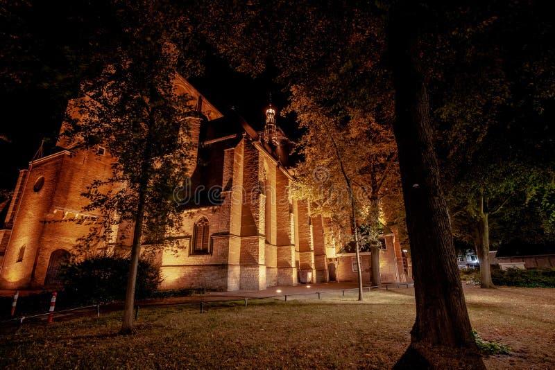 Это самое большое средневековое здание церкви в центре города Alkm стоковые изображения rf