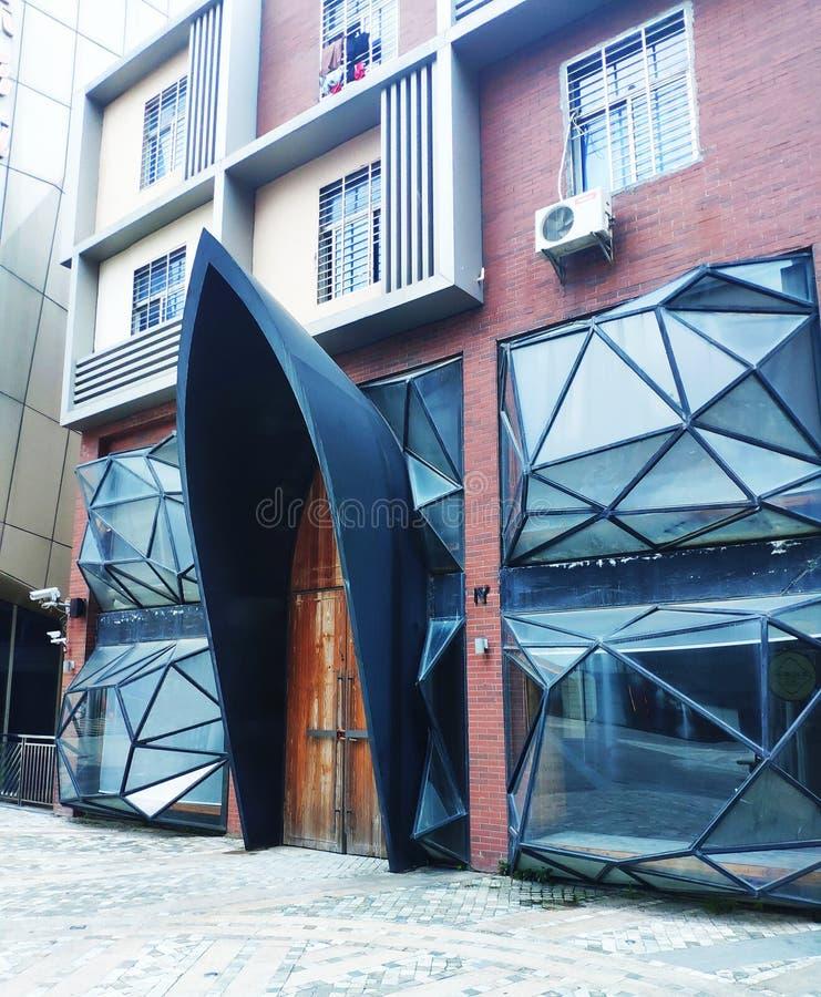Это странное стеклянное здание стоковая фотография