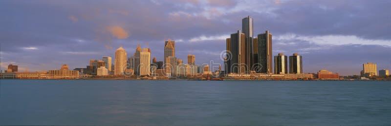 Это центр горизонта и ренессанса на восходе солнца Взгляд чего они вызывают городом от Виндзор, Канадой мотора Оно показывает стоковое изображение rf