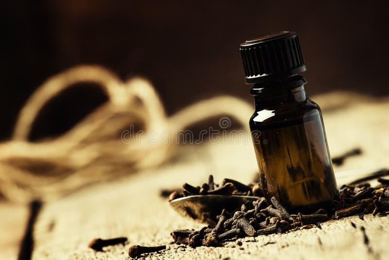 Эфирное масло гвоздичного дерева, селективного фокуса стоковая фотография rf