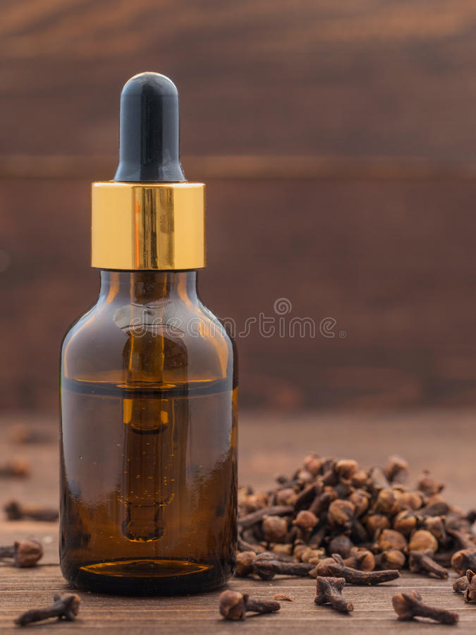 Эфирное масло гвоздичного дерева специи стоковое изображение