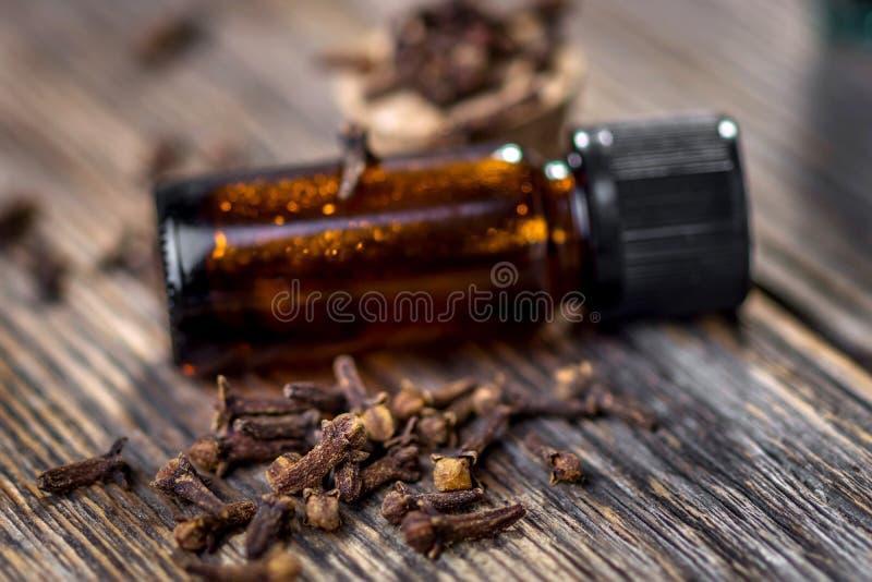 Эфирное масло гвоздичного дерева стоковая фотография