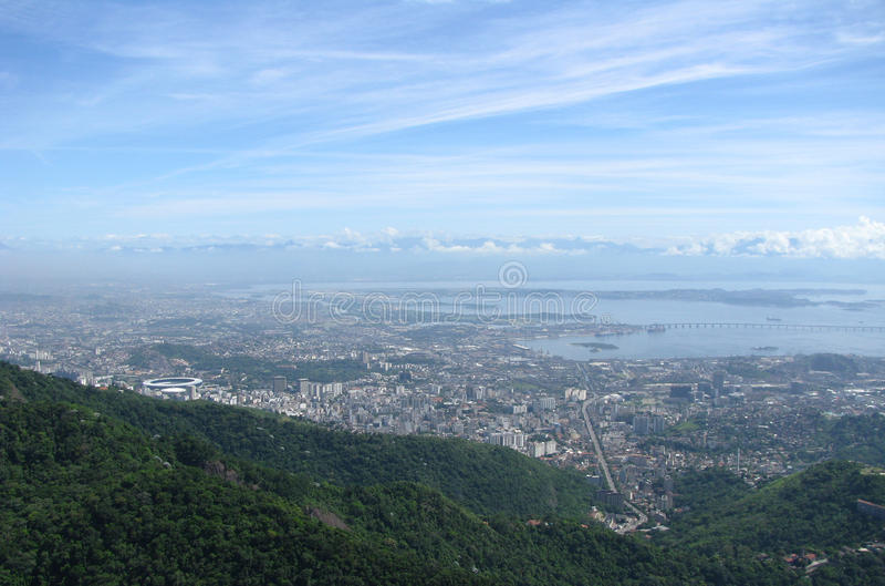 Эффектная панорама и воздушный вид на город Рио-де-Жанейро, Бразилии стоковые изображения