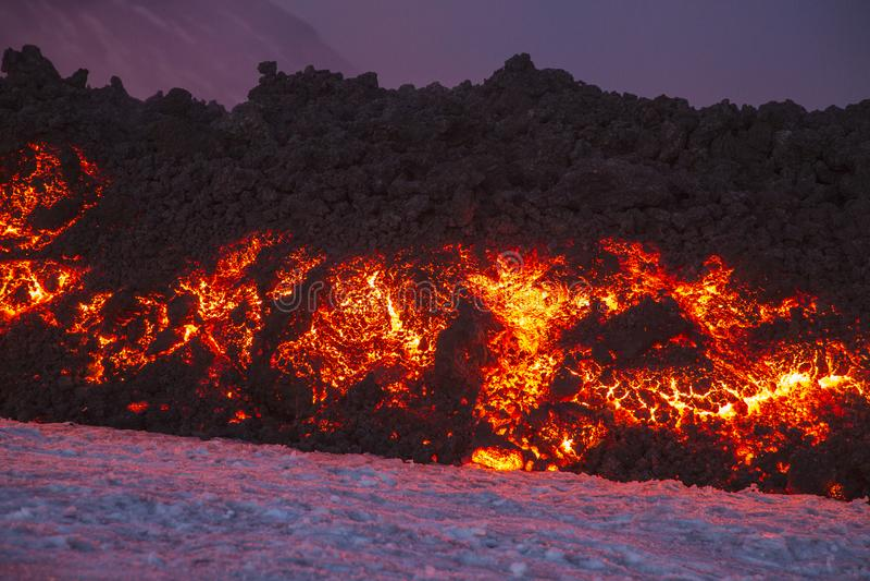 Эффектное извержение Этна вулкана, Сицилия, Италия стоковые фото