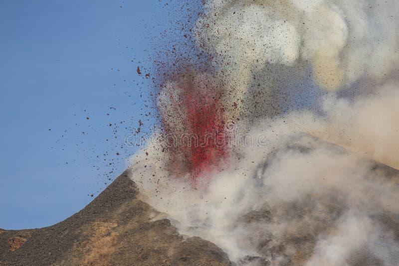 Эффектное извержение Этна вулкана, Сицилия, Италия стоковое изображение rf