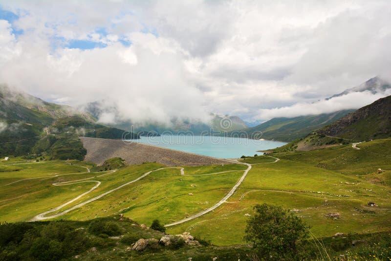 Эффектные озеро Mont-Cenis и заграждение, Франция стоковые изображения