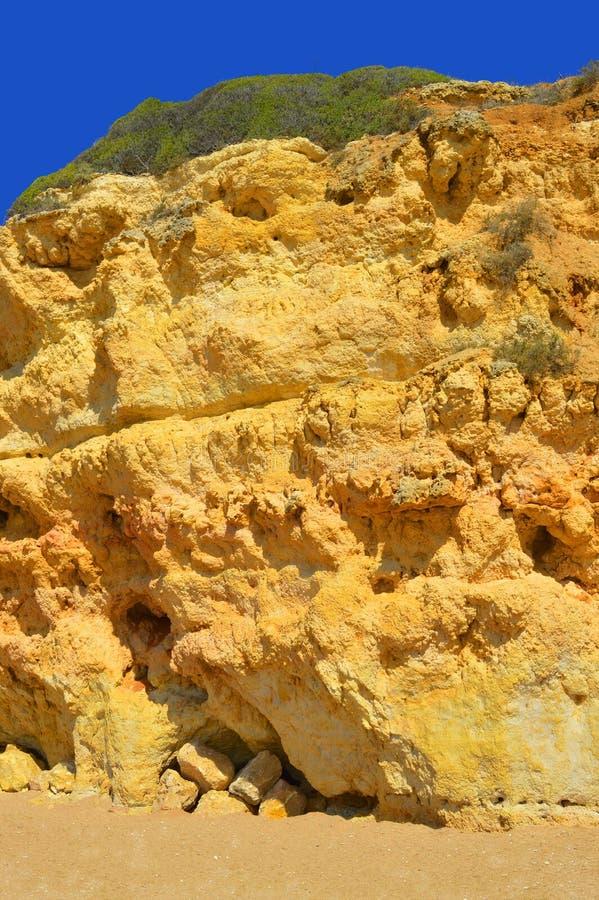 Эффектные скалы на Нове Senhora Da Rocha приставают к берегу стоковые изображения