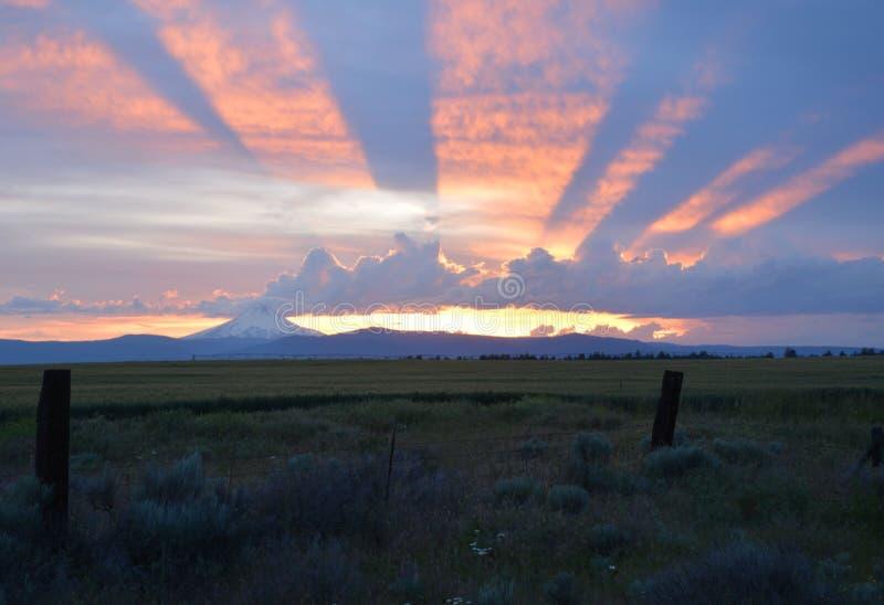 Эффектный заход солнца в центральном Орегоне стоковое фото rf