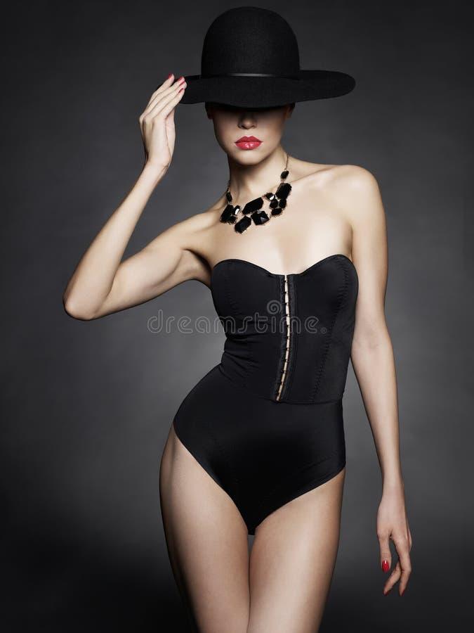Элегантная дама в шляпе стоковое изображение rf