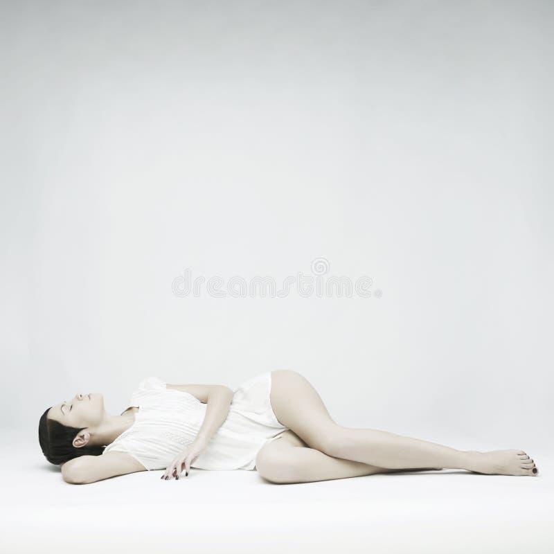 Элегантная спать дама стоковые изображения rf
