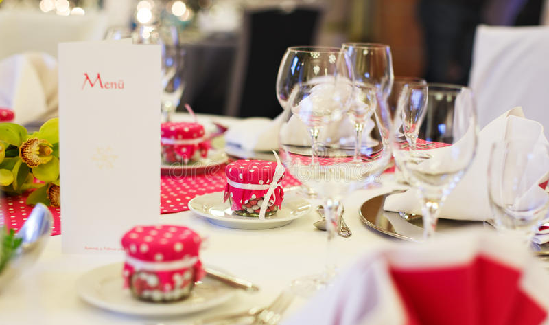 Download Элегантная таблица установила для партии Wedding или события Стоковое Изображение - изображение насчитывающей вычура, бутика: 37926255
