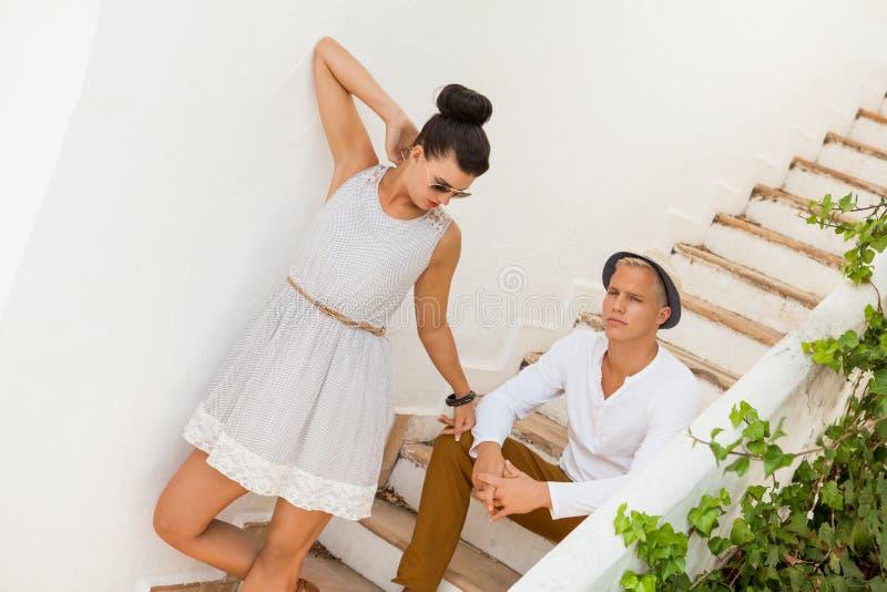 Download Элегантные ультрамодные молодые пары Стоковое Фото - изображение насчитывающей способ, ванта: 37929088