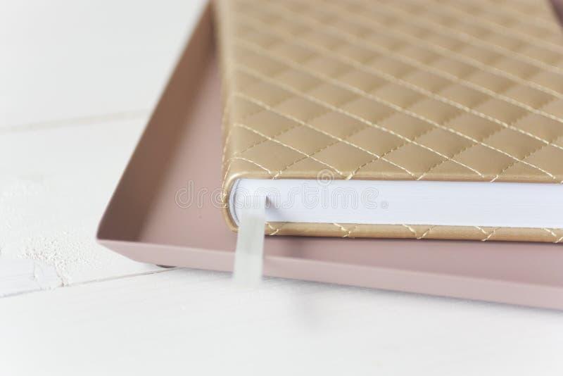 Элегантный розовый состав золота стоковые изображения rf