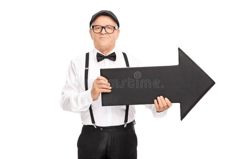 Элегантный старший джентльмен держа стрелку стоковые фото