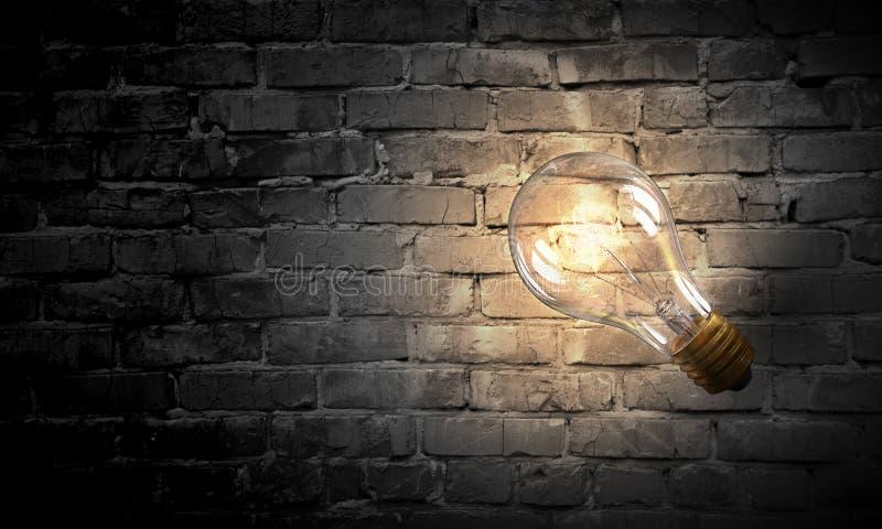 Download Электрическая лампочка на поверхности кирпича Мультимедиа Стоковое Фото - изображение насчитывающей зарево, сила: 81807530