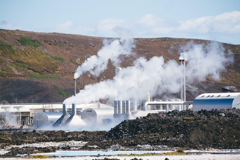 Электрическая станция геотермальной энергии в Исландии стоковое фото rf
