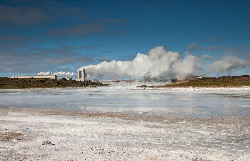 Электрическая станция геотермальной энергии, Исландия. стоковое фото