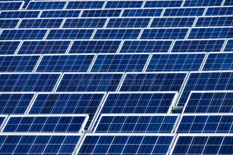Электрическая станция солнечной энергии стоковые фотографии rf