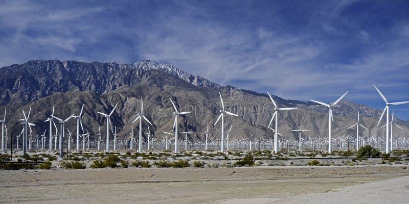 Электрическая станция энергии ветра, Palm Springs, CA, США стоковые изображения rf