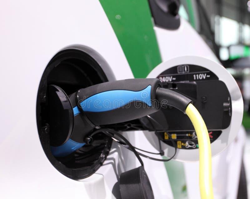 Download Электрический автомобиль стоковое изображение. изображение насчитывающей осени - 33726075