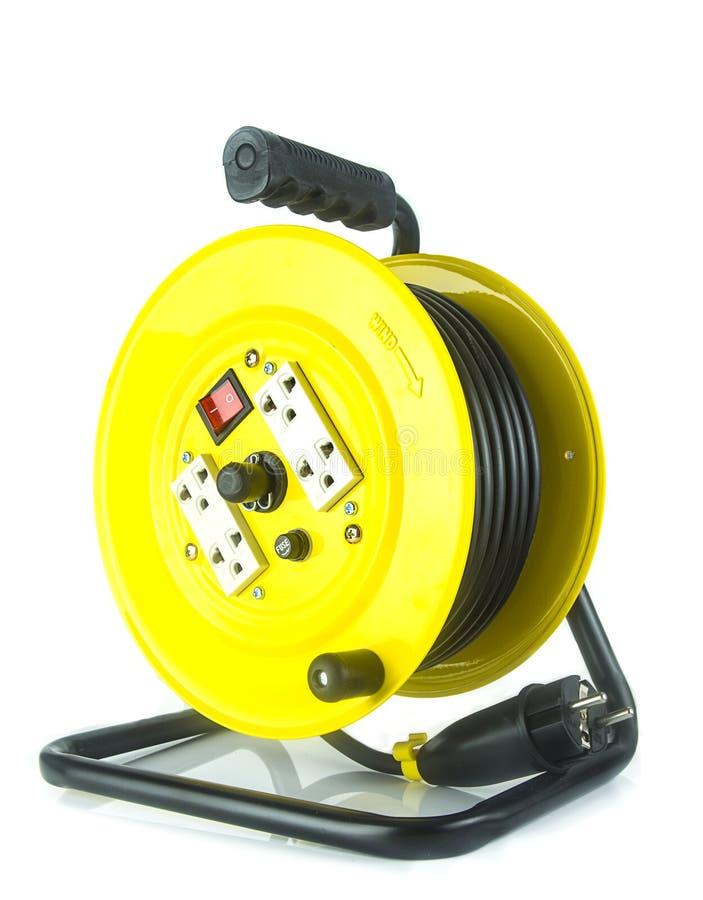 Электрический вьюрок удлинительного кабеля на белизне стоковые изображения rf