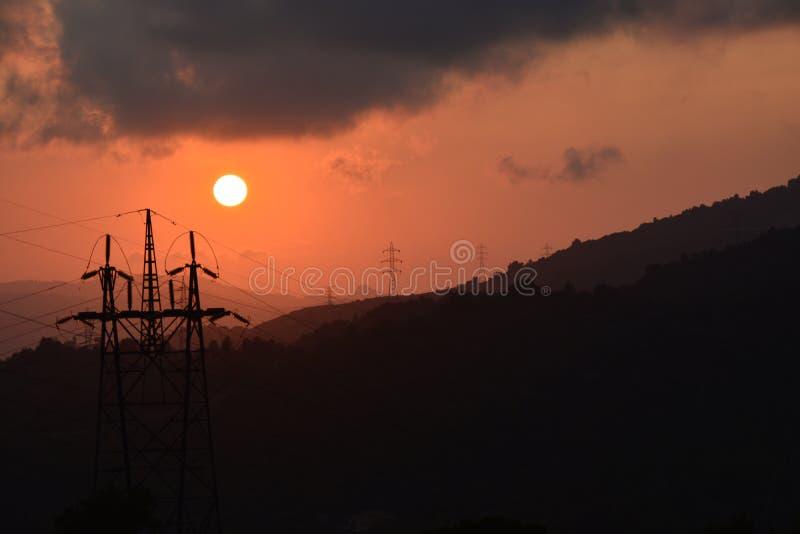 Электрический заход солнца башни стоковое изображение