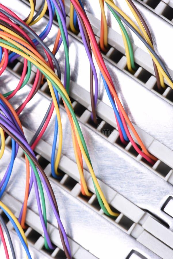 Электрический провод и панель используемые в радиосвязи и компьютерной сети стоковое изображение rf