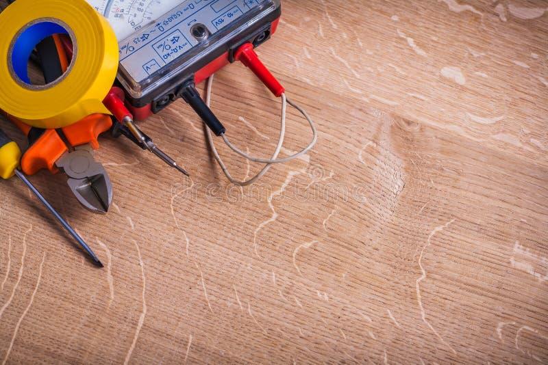 Электрический тестер сопротивления изоляции инструментов стоковое изображение