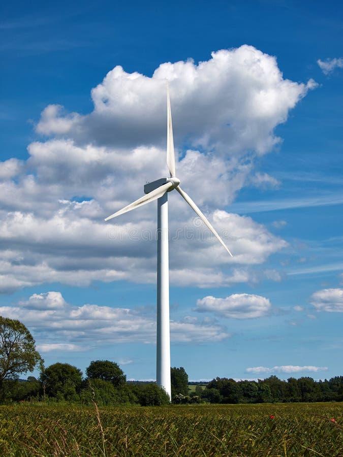 Download электричество производя ветер турбин Стоковое Фото - изображение насчитывающей развитие, природа: 41658488