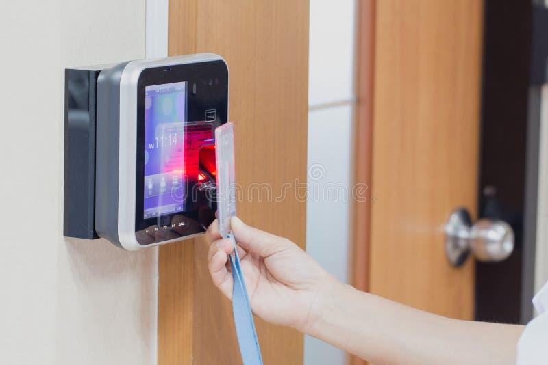 Электронные ключ и система контроля допуска пальца стоковые фото