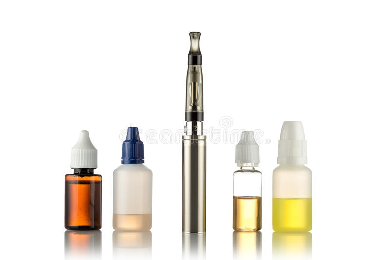 Электронные сигареты изолированные на белизне стоковые фотографии rf