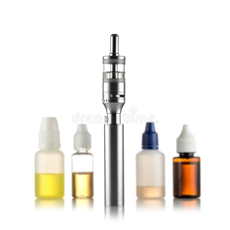 Электронные сигареты изолированные на белизне стоковые изображения rf