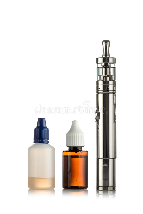 Электронные сигареты изолированные на белизне стоковые фото