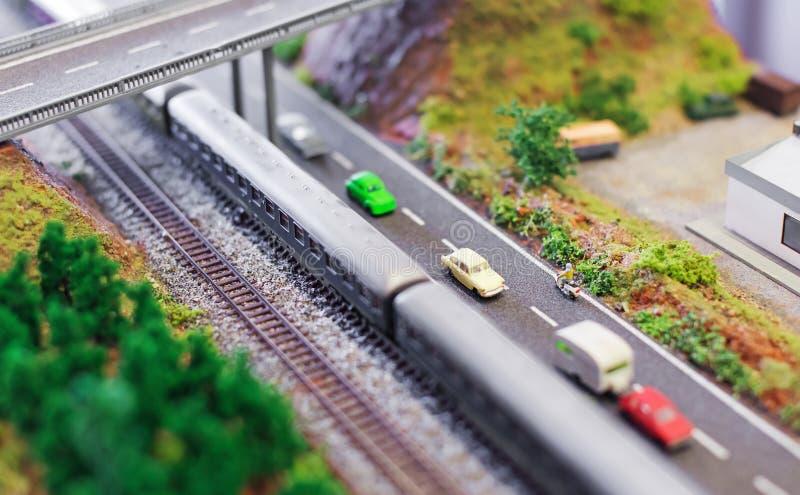 Электропоезд около скоростной дороги стоковое фото rf