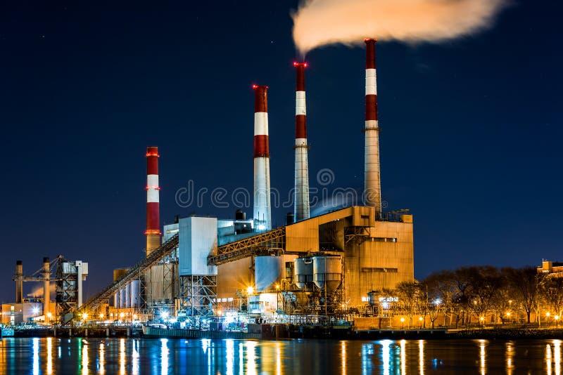 Электростанция к ноча стоковое фото