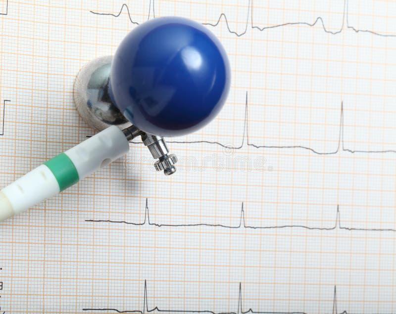 Электрод и диаграмма ECG стоковые изображения rf
